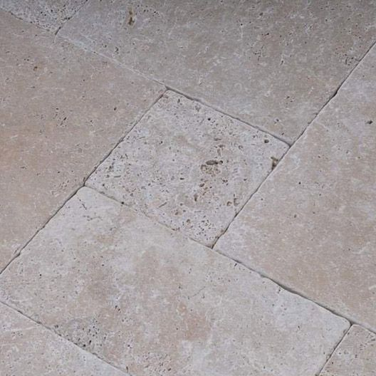 Carrelage int rieur antique en travertin beige for Carrelage pierre de bourgogne leroy merlin