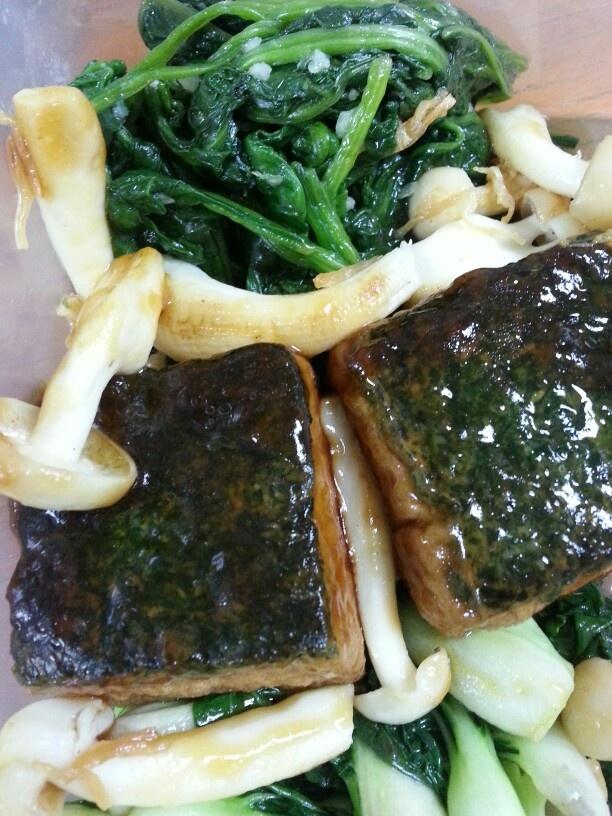 Tofu, green & mushroom in oyster sauce