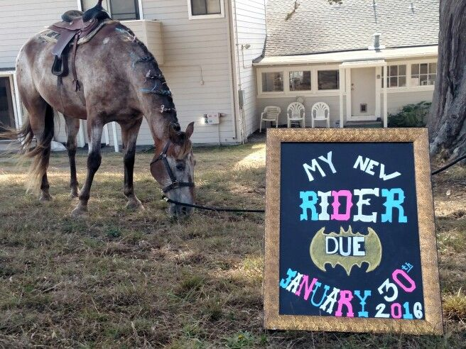 omg............... i love this!!! im so gonna try and do this!!!! Our Western meets Batman themed pregnancy announcement. <3 ---   http://tipsalud.com   -----