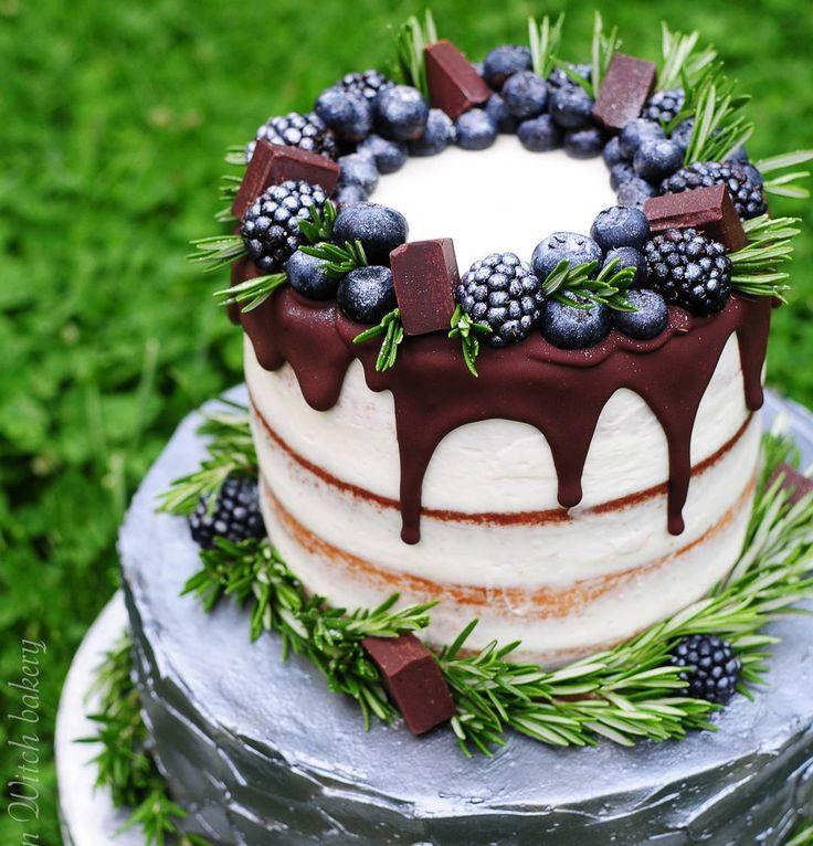 """The dream is to surprise yourself, never mind the audience// И поближе торт : верхний ярус ванильно-лимонный, нижний шоколадно-ягодный #kitchen_witch_cake"""