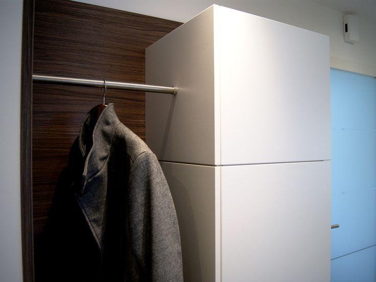 Vorzimmer von krumhuber.design material - weiss matt und amouk   http://krumhuber-design.at/design/vorzimmer