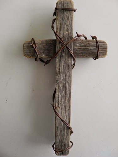 Pallet Cross With Barbed Wire - Wall Decor