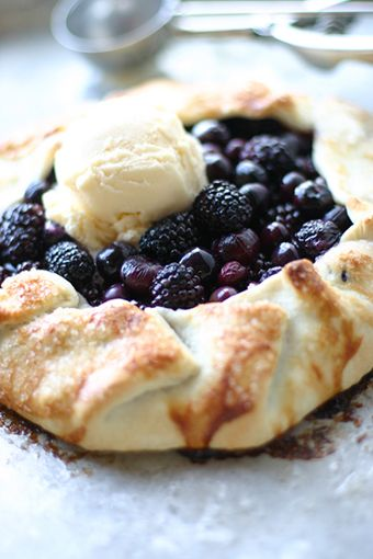 Have to try the easiest blackberry pie, ever. Blackberry Slab Pie 3 cups fresh blackberries, blueberries, or a mixture of both 1 prepared round of pie dough   1 egg white   4 tablespoons butter   1/4 cup sparkling sugar   Place the round of pie dough on a parchment lined baking sheet.  Wash and dry the berries, then place them in a heap right in the center of your pie dough.  Carefully fold the edges of the pie dough around the berries, pinching it together to keep the edges in place.  Melt t...Desserts, Easiest Blackberries, Blackberries Pies, Easy Blackberries, Pies Recipe, Pies Crusts, Food, Blackberries Slab, Slab Pies