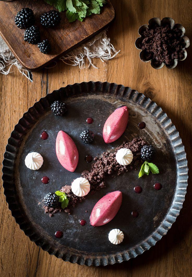 Brombeermousse mit Schokoladen-Crumble