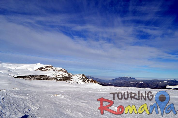 At over 2000 meters (6500 ft) altitude, the large plateau of the Romanian Bucegi Mountains is particularly appealing during winter for those enjoying cross-country skiing.