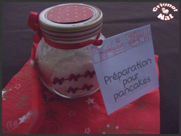 """"""" Encore une idée de cadeaux gourmands pour les Fêtes, cette fois ci je vous propose une préparation pour pancakes à laquelle il suffit d'ajouter quelques ingrédients frais pour réaliser en quelques minutes de délicieux pancakes maison ! J'ai trouvé cette..."""