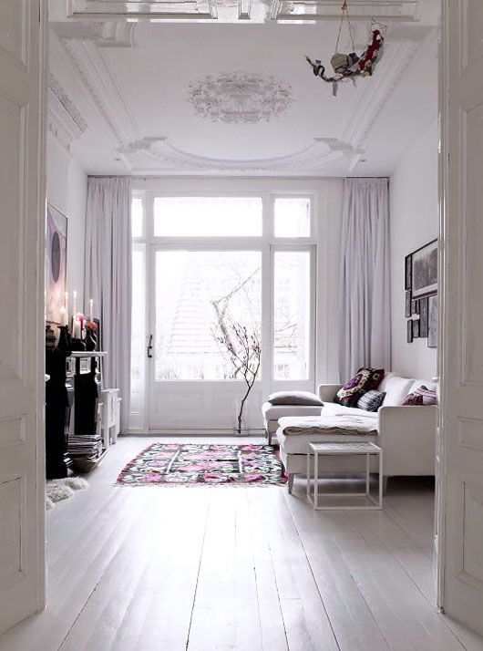 love the rugs and pillows with the all white background