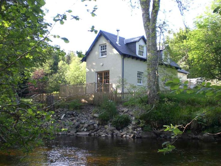 A lovely two bedroom holiday cottage in Scotland on the banks of the River Ardle near Pitlochry available for rent.