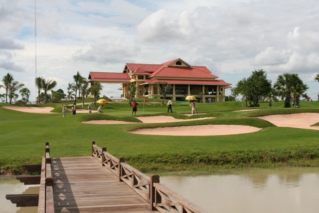 Wonderful of golf in Cambodia and world wonder tour combination will bring you a nice holiday and wonderful trip in Siem Reap, Angkor Wat Land. Pack your luggage and select a holiday in Cambodia, through True Cambodia Travel.