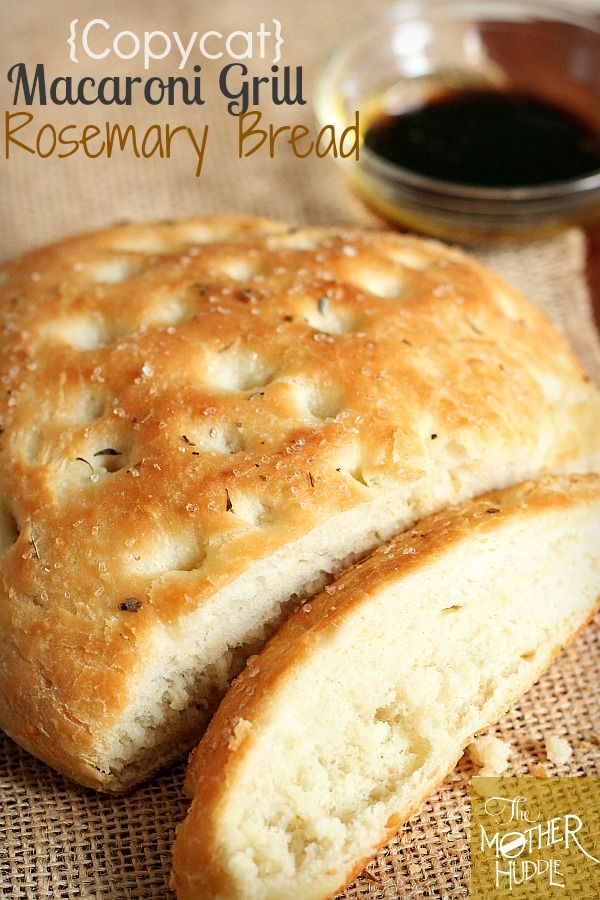{Copycat} Macaroni Grill Rosemary Bread..I just love me a good copycat recipe! YUMMY! themotherhuddle.com