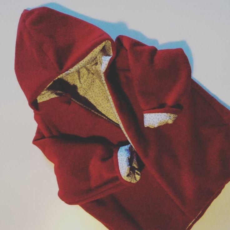 Manteau à capuche pour l'hiver! Laine manteau #cocolico popeline #bographic et corps doublé en polaire #quechua de papa! #intemporelspourenfants #coutureaddict #passioncouture #upcycling #coutureenfant #pin