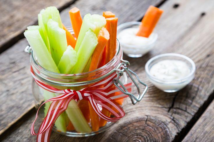 De petit bâtonnets de légumes frais, un peu de fromage blanc salé et rehaussé de moutarde et voilà !