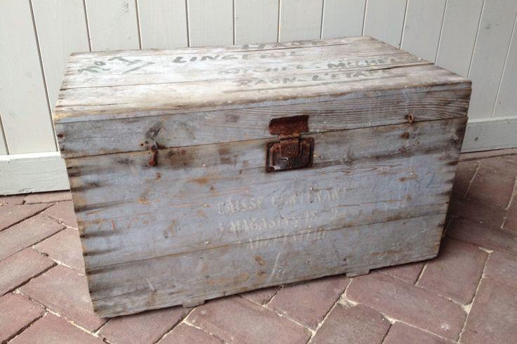 Stoere, houten kist. Verkrijgbaar bij: www.oma-an.nl