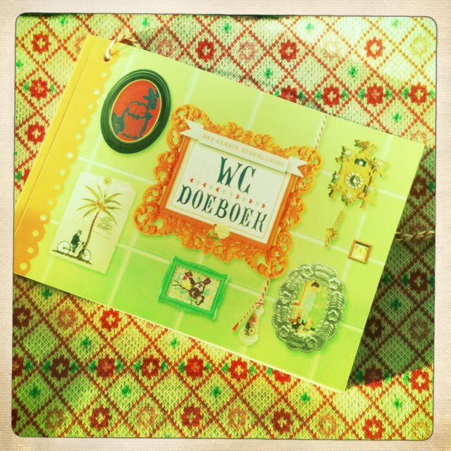 Doe-boeken zijn vooral bekend van vakantie doeboeken. Flow magazine bedacht een WC Doeboek (opbrengsten naar Maag Lever Darm Stichting)