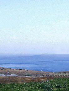 Παραλία Πορί (Ημεροβίγλι ανατολική ακτή)  Πόροι είναι διάσημη για τις παραλίες, τα αμπέλια, πανοραμική θέα του κόλπου, την ηρεμία και την ομορφιά. Πορί έχει μικρό λιμανάκι με τις ψαρόβαρκες.  Η παραλία είναι μικρή, ήσυχη και ανενόχλητη με μερικά ωραία ψαροταβέρνες, ένα ακριβώς πάνω στην παραλία και το άλλο ακριβώς πάνω με θέα στον κόλπο. Στην πλαγιά του λόφου είναι μια σειρά από παραδοσιακούς ανεμόμυλους.  Συνιστάται για δεινοί κολυμβητές.