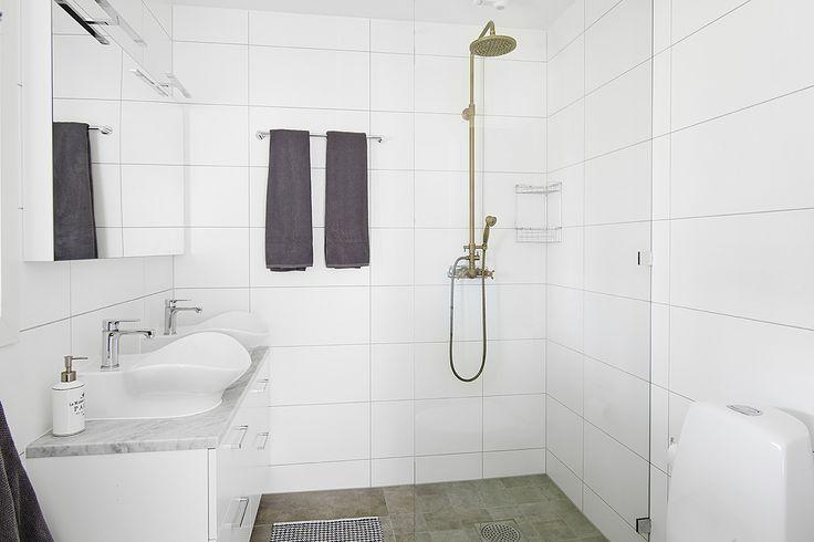 Miller bathroom seen in a house for sale on vastanhem.se. Foto by: @dayfotografi. Miller badrum