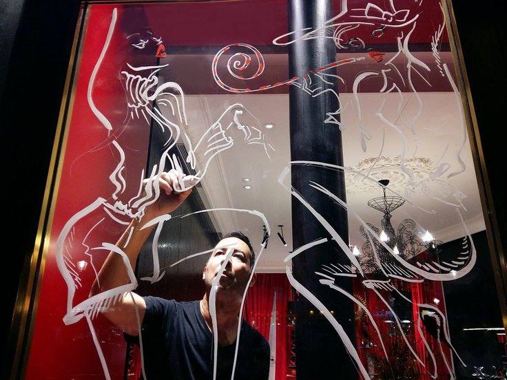 Antoine Kruk à l'oeuvre pour les vitrines de Noël de Maison Ernest  Antoine Kruk for the christmas windows of Maison Ernest  www.maisonernest.com