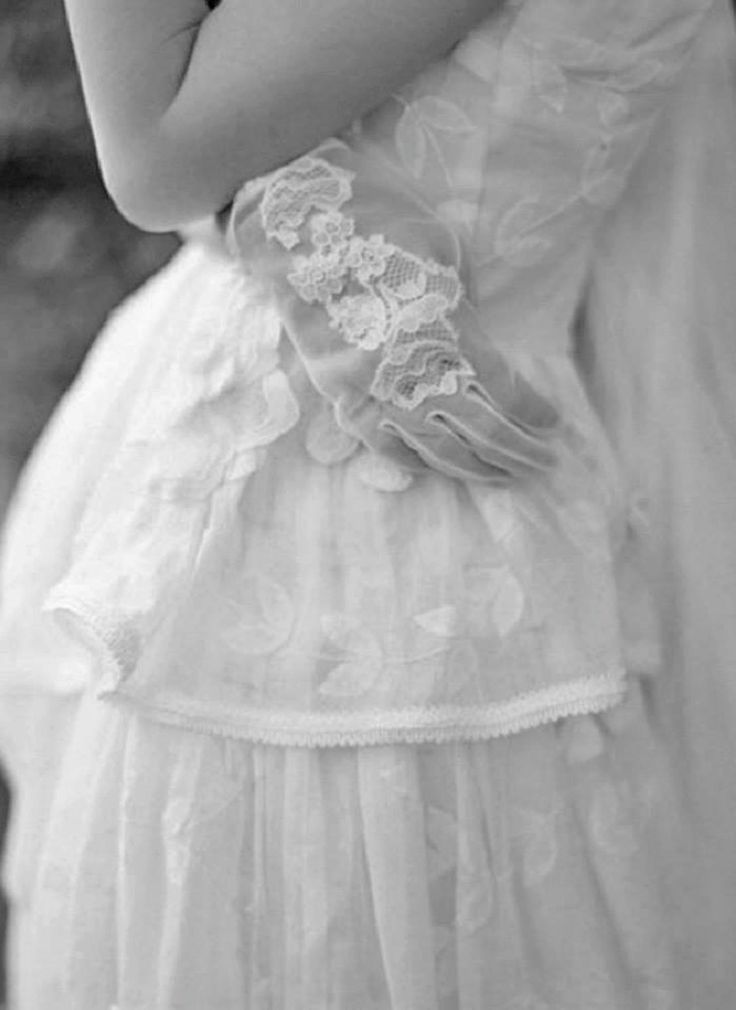 Couture lace gloves, DIY. #lace #gloves #lacegloves #couture #vintage #timeless #wedding #bride #diy