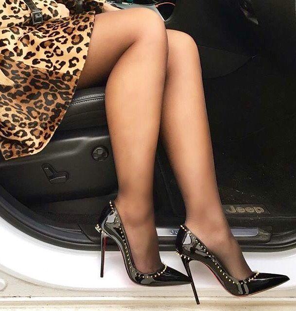 фото женских ног из владивостока ронье известно