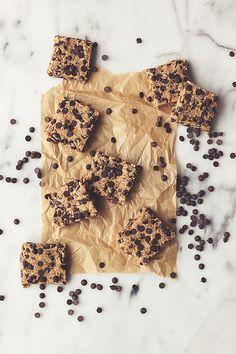 Raw Chocolate Chip Cookie Dough Bars (made from almond milk pulp) // @tastyyummies // www.tasty-yummies.com