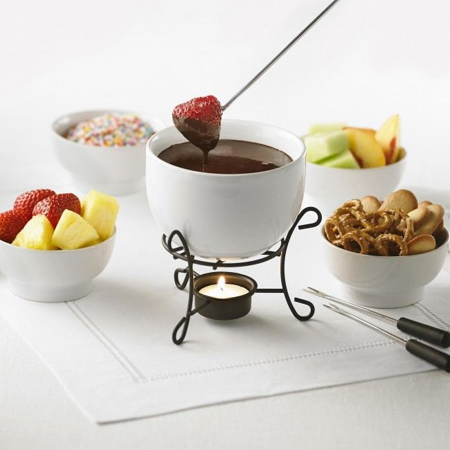 What better way to top off an amazing dinner, but with an fantastic dessert. The Maison Majestic Chocolate Fondue Set from Trudeau is a fun way to enjoy your favourite foods. Use fruits, candies and cookies and dip into a delicious chocolate dip.