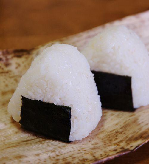 おにぎり (onigiri.). Umeboshi onegiri is delicious!!