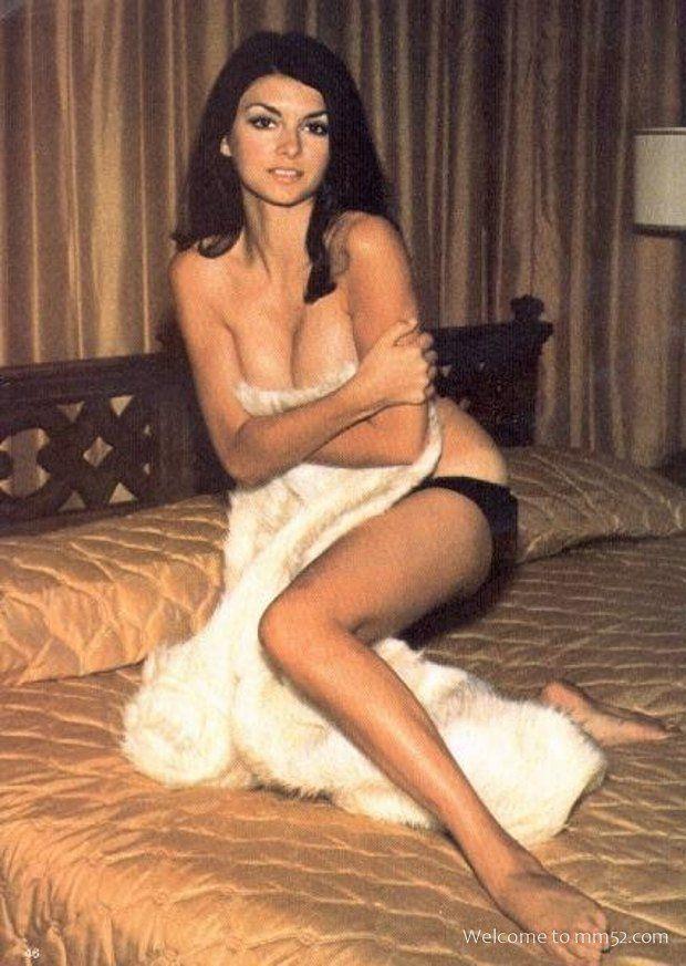 Amateur wife nude butt