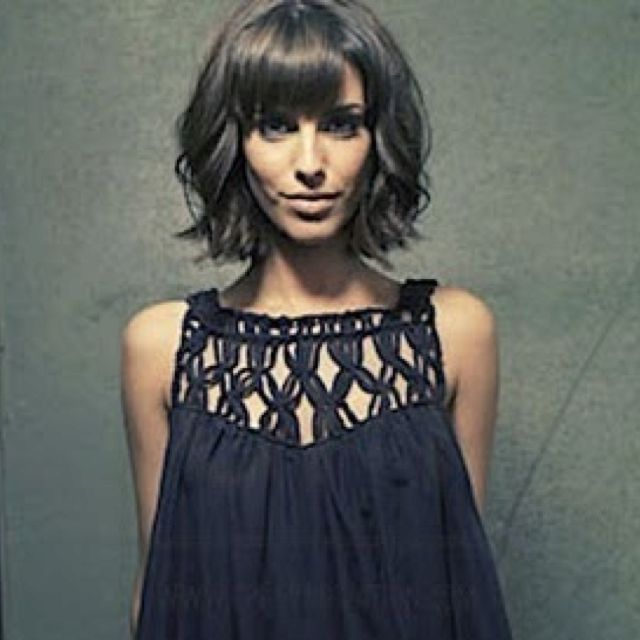 Cute wavy bob with bangs. Color. Bangs. Chop! Wish my hair was thick enough to look like this.