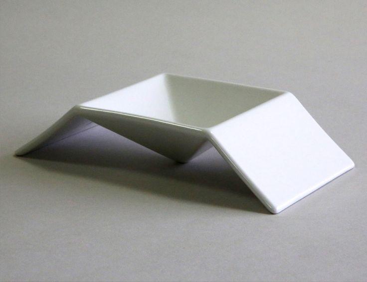 Figgio フィッギオ   Front   ピラミッド M 斬新なデザインが特徴的なお皿 ピラミッドMONOGOCOTI