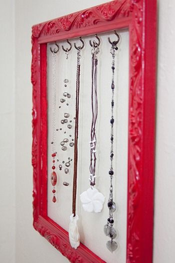 jewelry frame! adorbs! #jewelry #frame #diy: Jewelry Hangers, Idea, Necklaces Holders, Jewelry Display, Necklaces Hangers, Diy Jewelry, Pictures Frames, Jewelry Frames, Frames Jewelry Holders