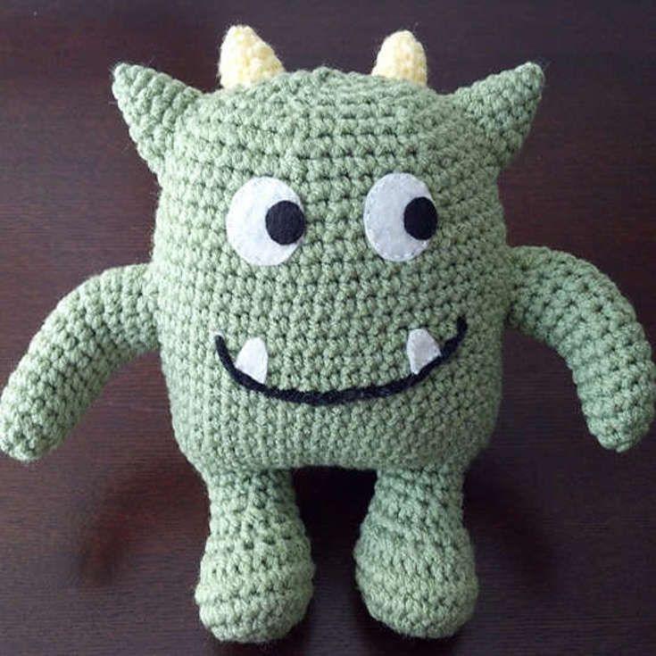 Gehaakt knuffel monster gemaakt door Linda Salant. Zo zie je maar dat monsters helemaal niet eng hoeven te zijn!