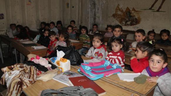 Dampak psikologis anak-anak Suriah ditengah-tengah kondisi perang  ALEPPO (Arrahmah.com) - Situasi perang Suriah menjadi satu memori di benak anak-anak suriah yang tidak mudah dilupakan. Laporan yang dirilis UNICEF PBB pada Maret ini kejadian tersebut berdampak kepada psikologis anak-anak empat sampai delapan juta anak atau 80% anak-anak Suriah telah terkena dampak konflik baik yang tetap tinggal di dalam negri atau yang menjadi pengungsi ke negara-negara tetangga. Sekitar dua juta anak…