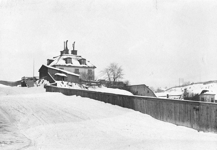 Vintermotiv från Åsögatan. Malmgården Hagen, Åsögatan 127. Vid nuvarande Beckbrännarbacken, kv. Flaggan