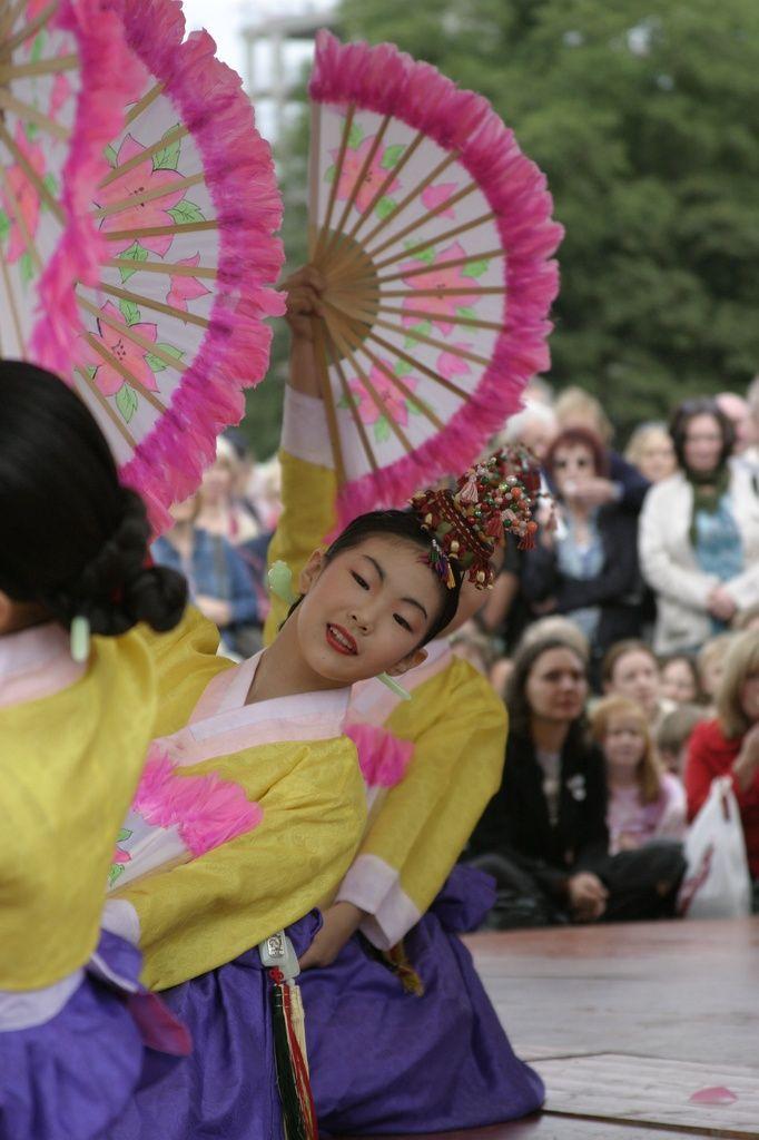 Buchaechum (Korean Fan Dance)