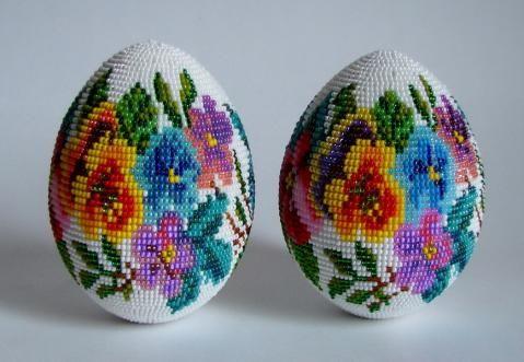 Два яйца с одинаковым рисунком