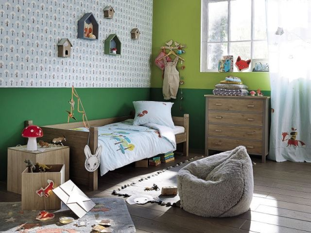 chambre enfant inspir e de for t avec un pouf poire fa on fourrure jungle pinterest poufs. Black Bedroom Furniture Sets. Home Design Ideas