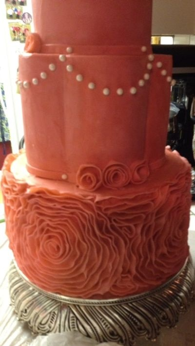 Making a side ruffle cake, this is beautiful and can be done for a fun girls cake.