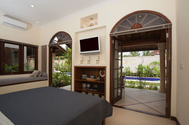 Each private bedroom at Villa Ahh, Ubud, has air conditioning, a flat screen TV with cable channels, a luxurious tropical bathroom and clean comfortable king-size bed. Bathrooms are en-suite with bath tub and outside showers.