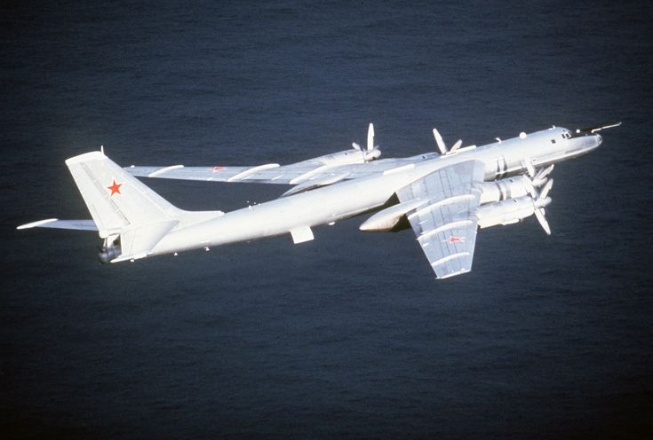 Avión antisubmarino de largo alcance Tu-142