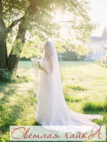 """Один из самых важных аксессуаров невесты — это свадебная фата. Сегодня в нашей подборке вас ждет вдохновение для создания нежного и изящного образа. Вдохновляйтесь вместе с нами! Ваша """"Светлая чайка"""".  _________________________________________   Звоните нам! ☎ 8.800.234.80.34 * звонок бесплатный  Наш сайт: WWW.SVE-CHA.RU  _________________________________________  #аксессуары #аксессуарыдлясвадьбы #табличкидляфотосессии #украшениевприческу #свадебныеукрашения #фужеры #домашнийочаг…"""