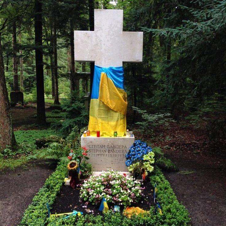 Grab von Stepan Bandera / Степан Бандера Кладбище Großhadern, Мюнхен - Pavlo V. Добавлено Июль 13, 2014