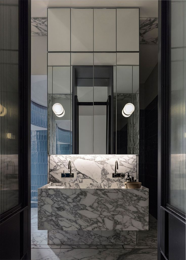 Note-mirror pieces like a window, lights, sink, taps and striped glass in doors