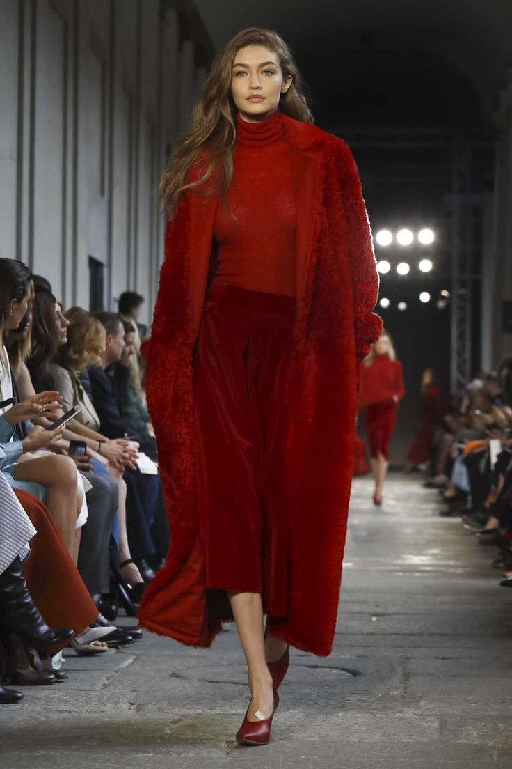 Gigi Hadid walks the runway at the Max Mara show during Milan Fashion Week Fall/Winter 2017/18 on February 23, 2017 in Milan, Italy.