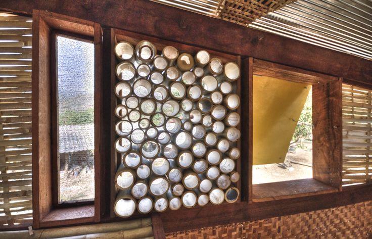 tyin tgnestue, tailandia, bangkok, bambu, sostenible, arquitectura solidaria, arquitectura social, ventilación, autocosnstruccion, local, artesanos, detalle, reciclaje, juegos, soe ker tie house, casas mariposa, noh bo, dormitorios, detalles huecos