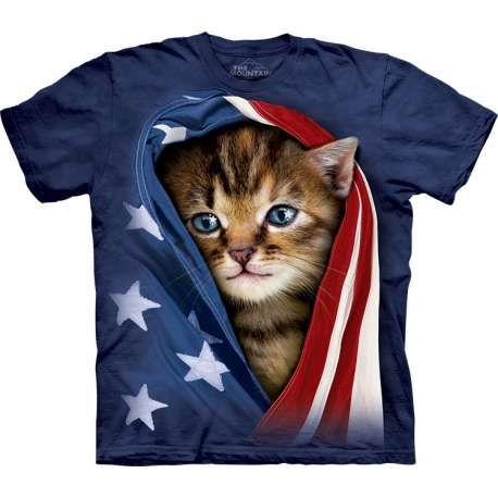 The American brand The Mountain offers you 'Patriotic Kitten T-Shirt The Mountain'. The pseudo 3D t-shirt looks eye-catching! The kitten t-shirt is made from preshrunk 100% cotton and hand-dyed with eco-friendly organic inks in the USA. The animal t-shirt is perfect as a gift. Shop now at the clothingmonster.com!