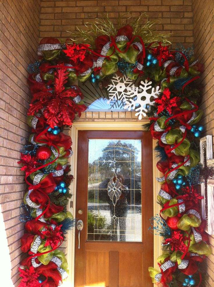 Incredible garland around front door! & 313 best Christmas images on Pinterest | Christmas trees Merry ...