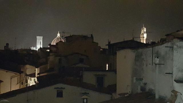 Scorcio notturno sul centro di Firenze