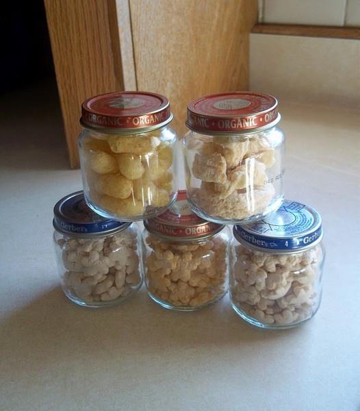 Baby food jars for finger foods on the go or craft for Baby food jar crafts pinterest