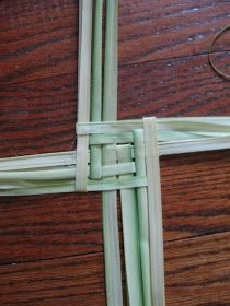 Palm Sunday means it's time to get busy making neat little palm crosses, hearts and other decorations! With the handful of palms we brought...