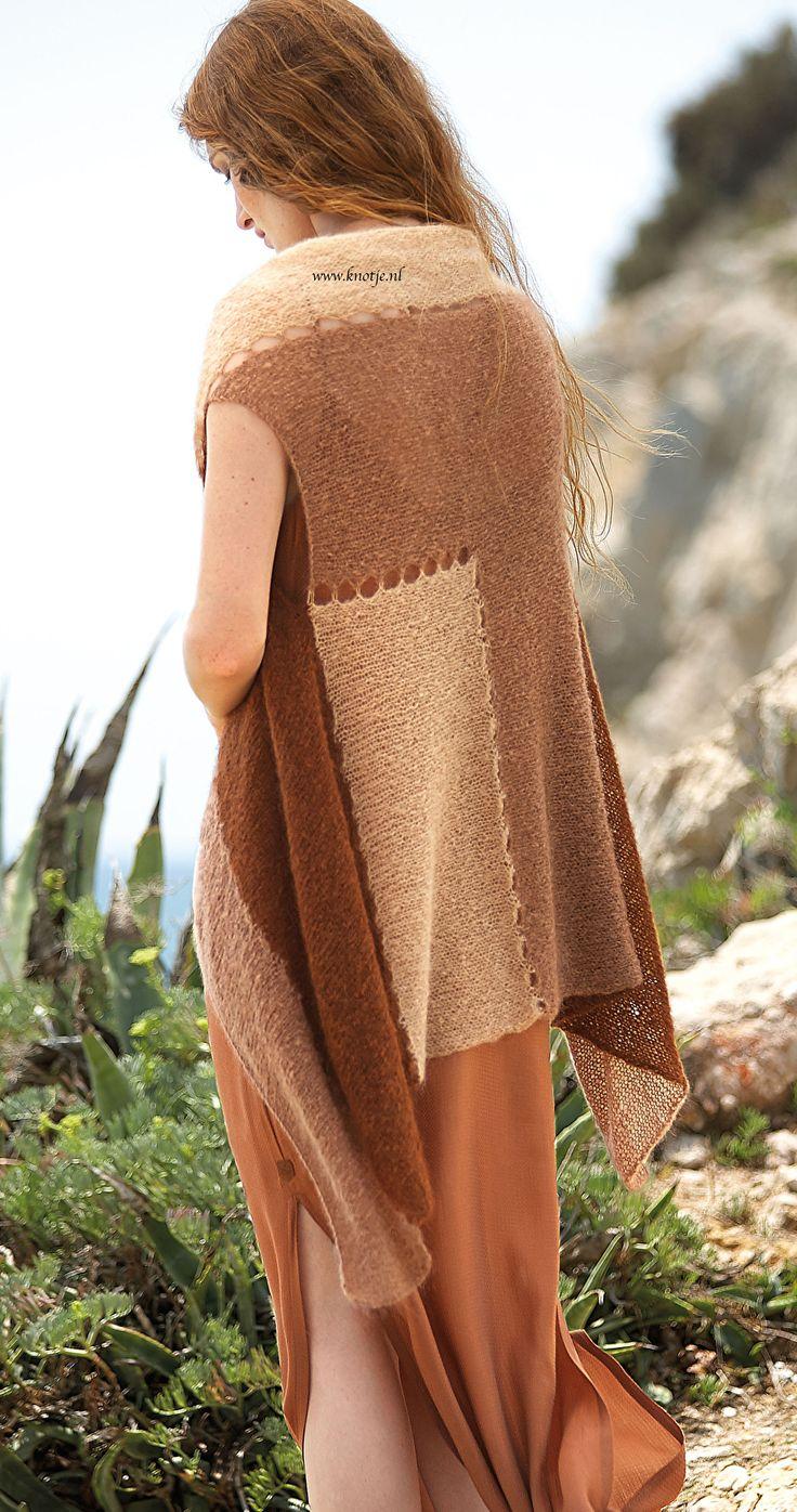 Breien. Dit vest, in 3 kleuren, is gemaakt met Katia Concept Aire. Katia Aire is een zeer fijne kwaliteit, een mengeling van Baby Alpaca en Super Kid Mohair. Verkrijgbaar in 12 kleuren.  Model en patroon staan beschreven in het patronenboek Katia Concept 3 (model 34). Katia CONCEPT 3 pag 43 backkopie.jpg